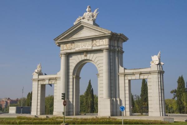 Puerta de San Vicente, Мадрид