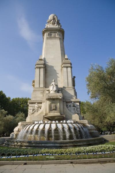 Памятник Сервантесу на площади Испании, Мадрид