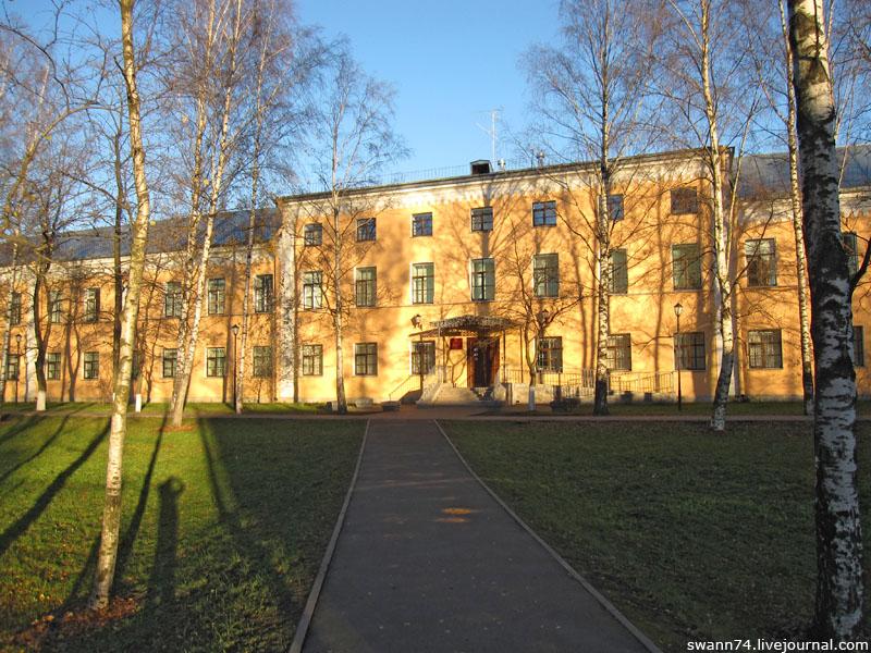 Здание бывшего Николаевского сиротского института, Куракина Дача, Петербург, ноябрь 2012