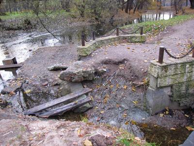 Екатерингофский парк, мостик разрушенный наводнением, ноябрь.