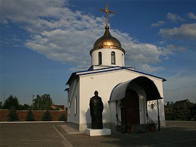 Константино-Еленинский монастырь в поселке Ленинское в июне 2008