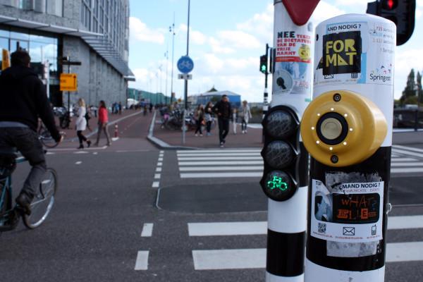 На перекрестках устанавливаются велосипедные светофоры