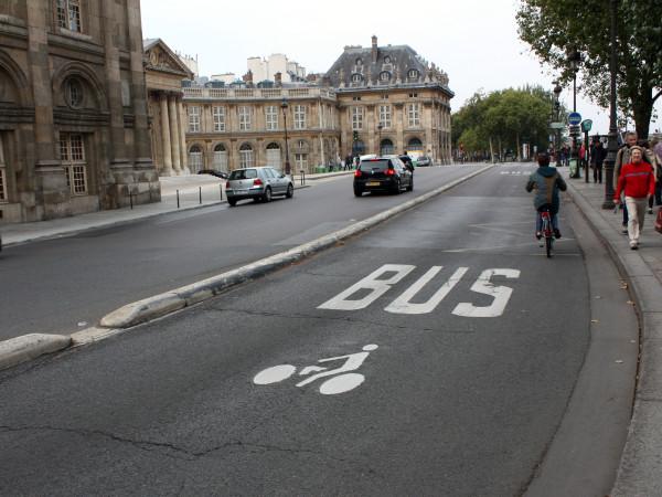Автобусно-велосипедная дорожка