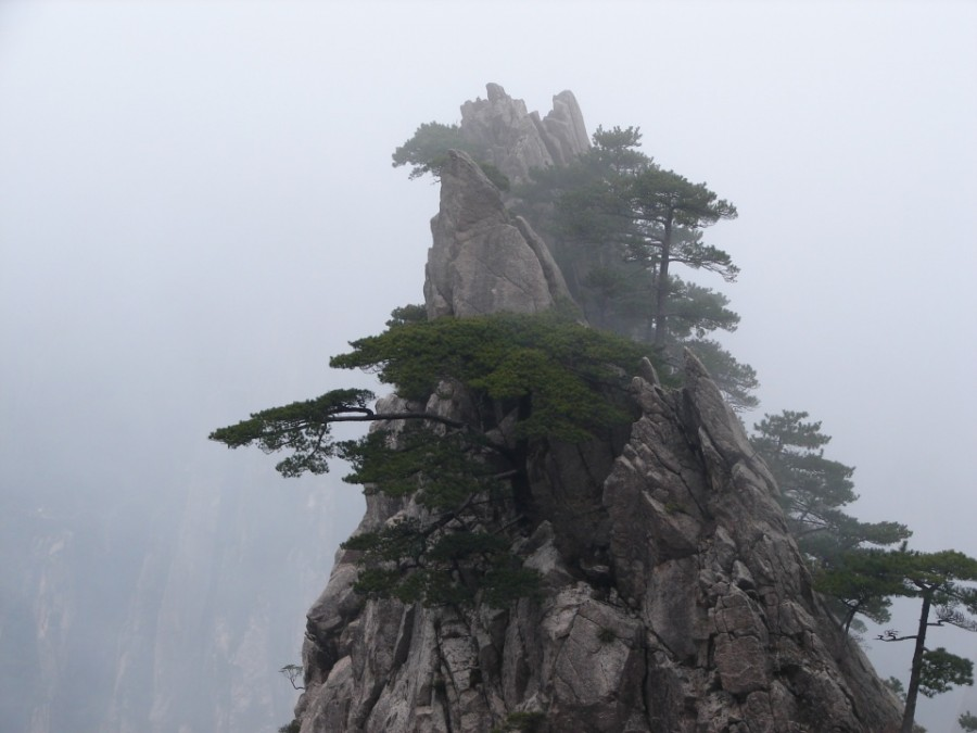 Huangshan%20or%20Yellow%20Mountain,%20Anhui,%20China,%20April%202006%20(13)