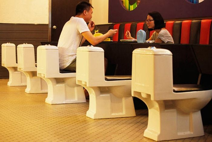 new_toilet_restaurant_opened_in_china_10
