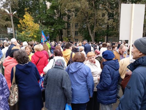 В Гагаринском районе прошел митинг против Коммунарской ветки метро