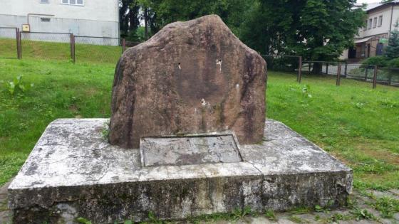 pomnik.jpg
