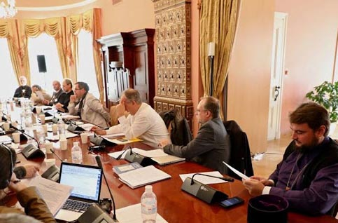 В обсуждении антиправославного заявления Юраш (в центре) принял активное участие
