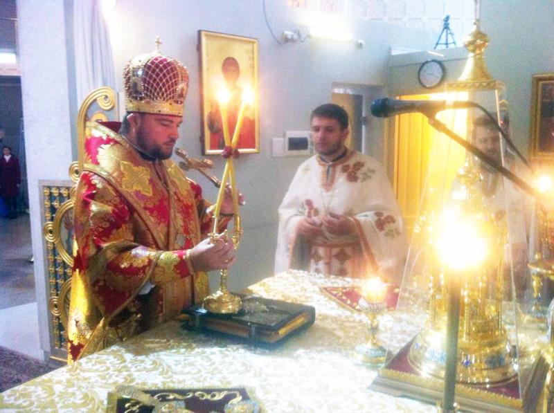 Священник Д.Гарчук (в центре). Фото с фейсбук-страницы Д. Гарчука