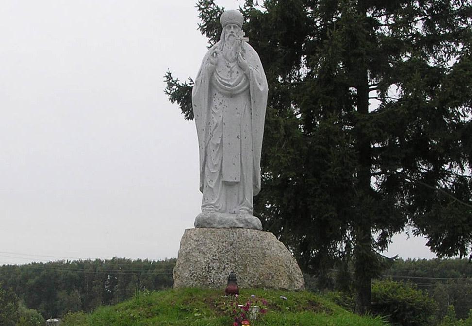 Памятник прпмч. Макарию в Овруче