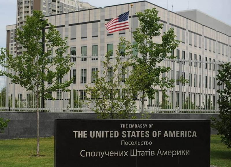 Вертолётная площадка на посольстве США в Киеве, конечно, есть…
