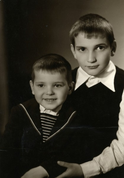Владимир (слева) и Дмитрий Корниловы, 1973 г