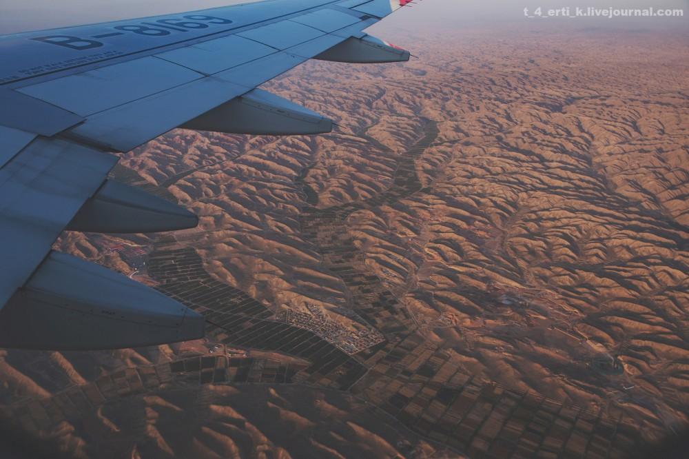 4. Смотрите, какое лоскутное одеяло посреди пустынных гор.