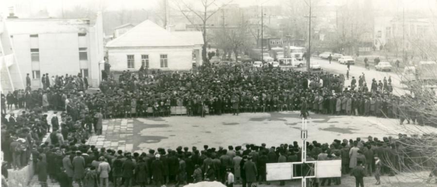 01_Митинг памяти в Урус-Мартане 1990 г