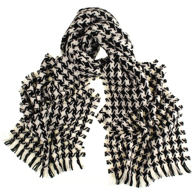 _black-white-hounds-tooth-cashmere-scarf-1_M
