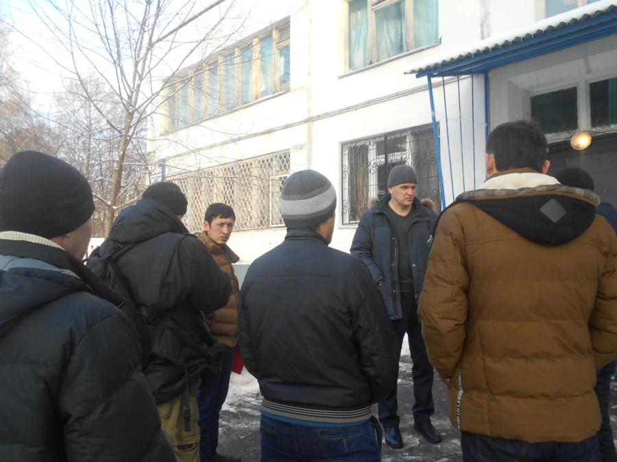 А. Куринный с рабочими СМУ-77