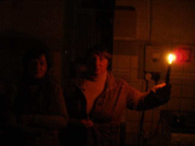 А внутри жизнь при свечах