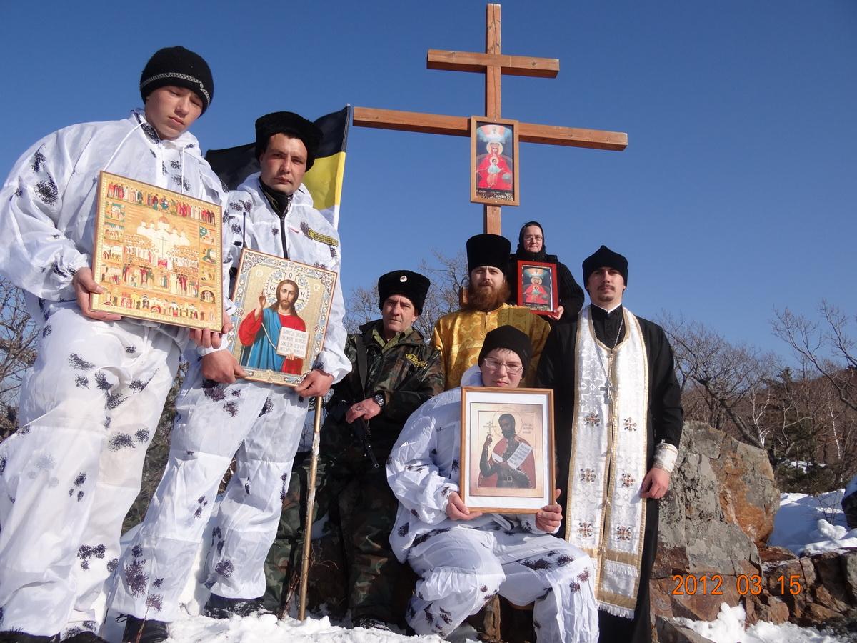 Установка Поклонного Креста на сопке Обзорной у г. Арсеньева, 2012 г