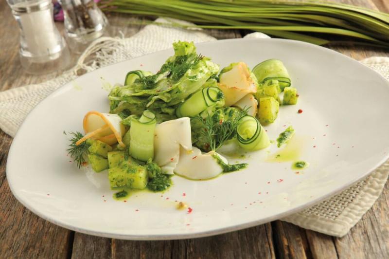 Салат с копченым кальмаром фото