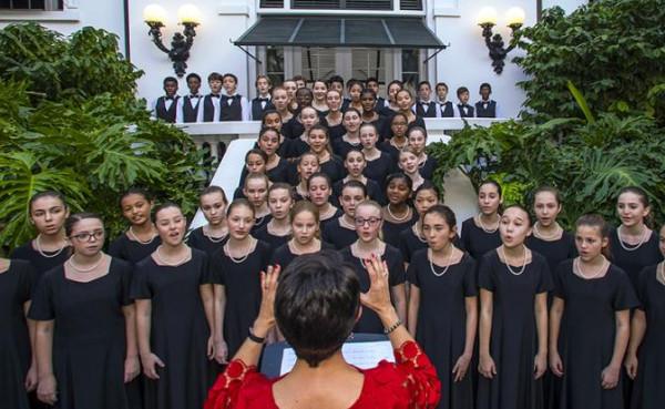 хор средней школы Баха исполняет рождественские гимны, Флорида, США, 2017.jpg
