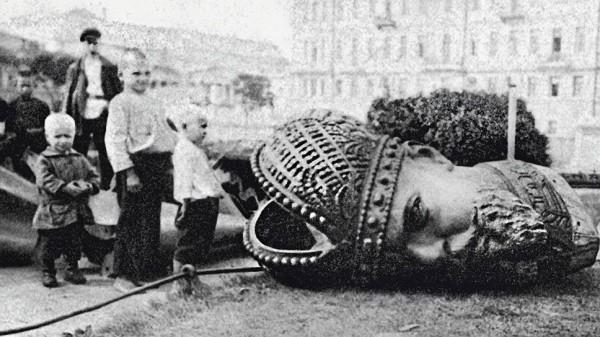 снос памятника Александру 3.jpg
