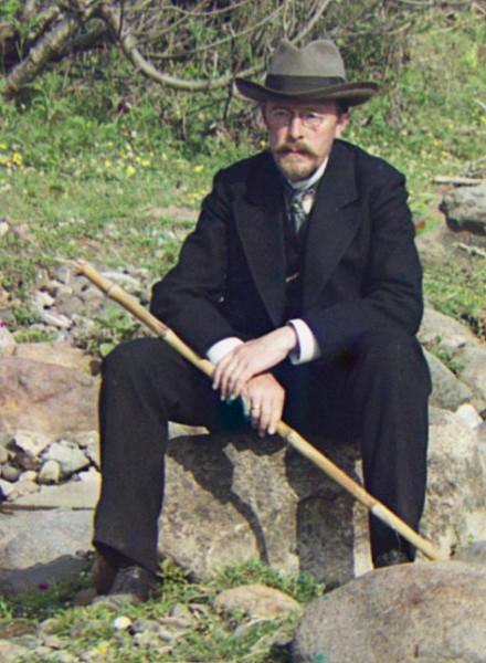 Автопортрет у реки Королисцхали, 1912.jpg