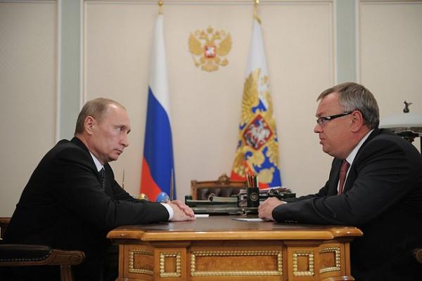 Президент России Владимир Путин и президент — председатель правления Андрей Костин.jpeg