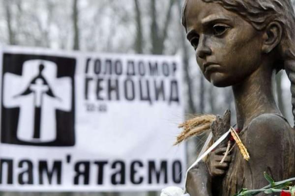 Памятник жертвам голодомора в центре Киева.jpg