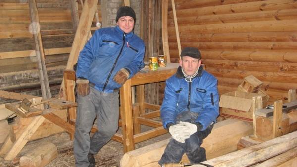 ученики школы плотников