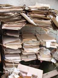 Папери з кресленнями та ін ноу-хау перед здачею в макулатуру