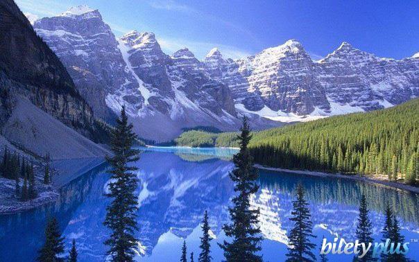 3 c Морейн — ледниковое озеро в Национальном парке Банф, Канада