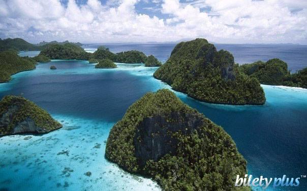 Индонезия расположена на 17 508 островах, из которых только около 6000 обитаемы.