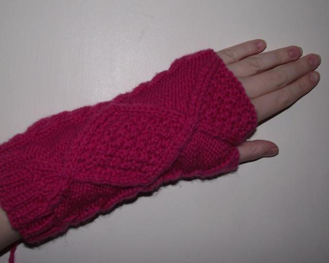 FO fingerless gloves: knitting
