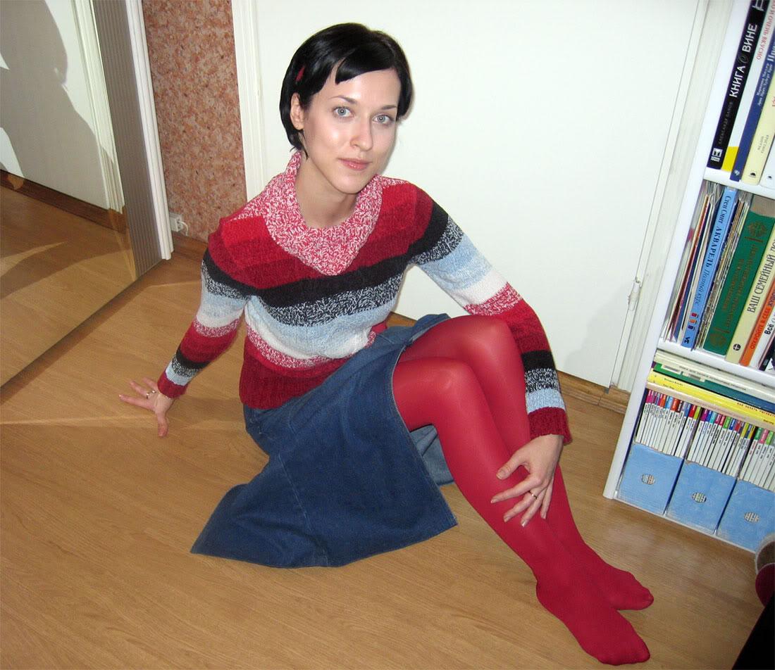 девчонка в красных колготках