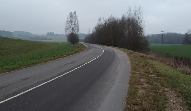 На качество дорог белорусские водители не жалуются. Проселочные дороги в основном вот такого качества.