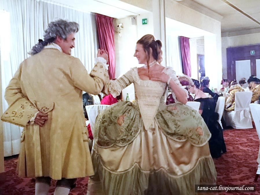 Танцмейстеры показывают свое мастерство