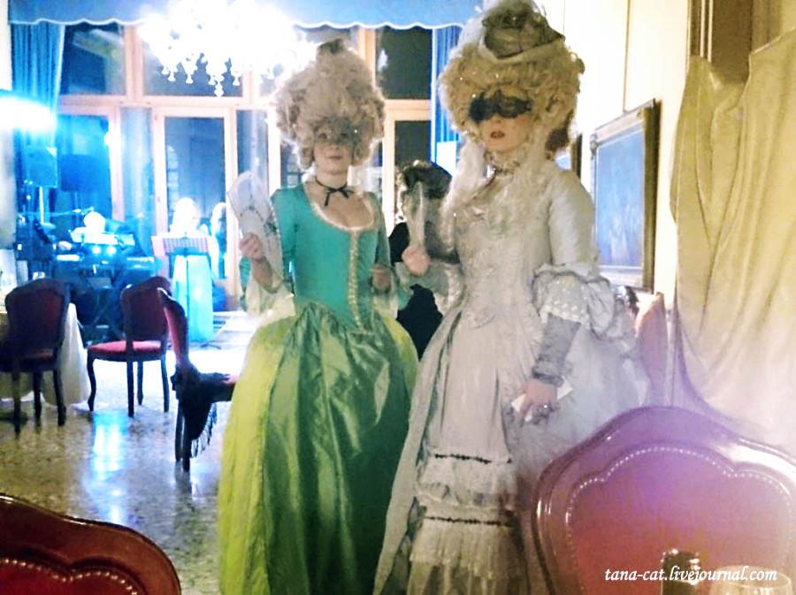 Эти костюмы леди из Швеции сшили сами
