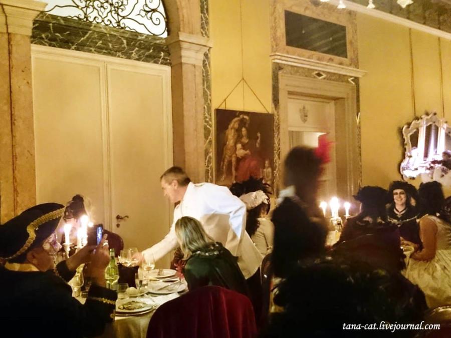 Арии сопровождают ужин на балу во дворце Papafava