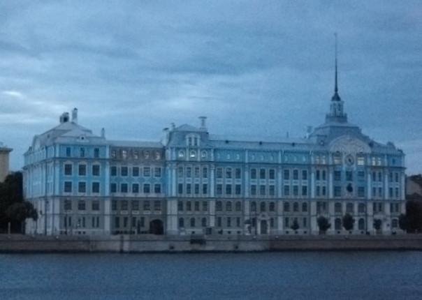 Петербург : здание Нахимовского училища.