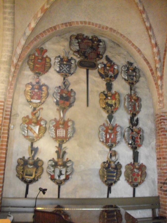 Старинная церковь и Придорожная церковь