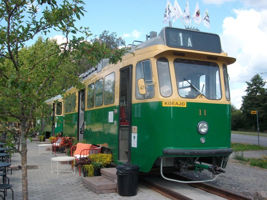 Ретро трамвай-памятник
