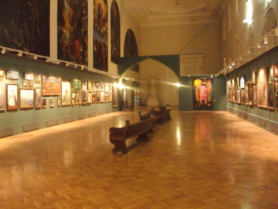 В Музее Академии художеств...