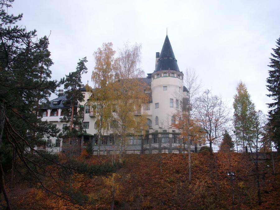 Рыцарский замок на скале...