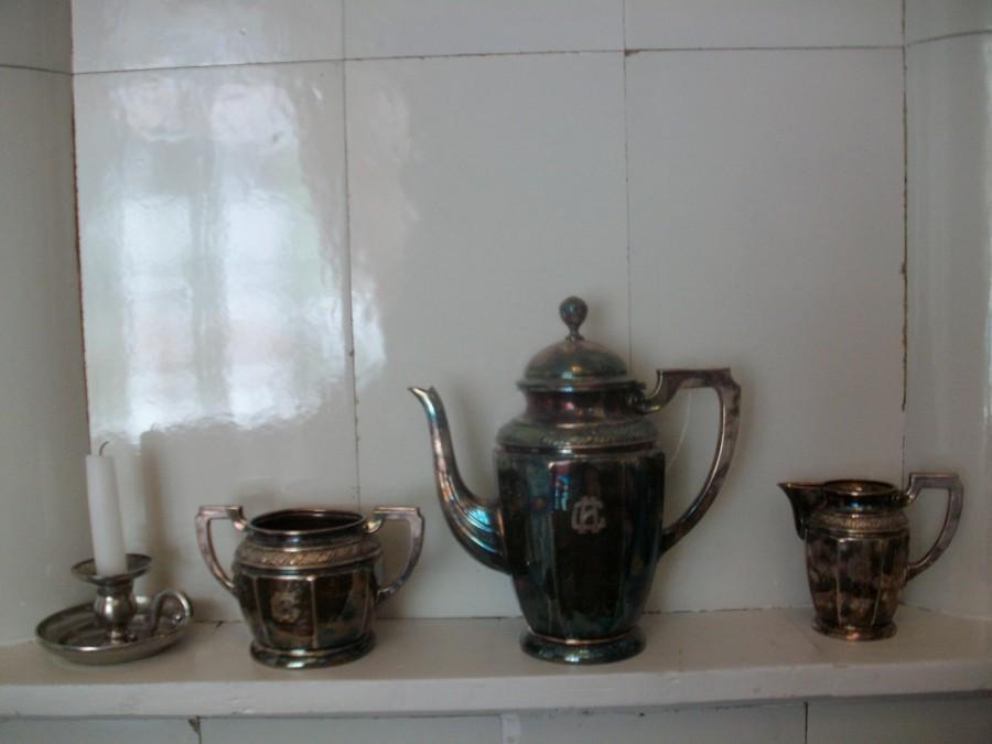 Старинные сервизы и посуда
