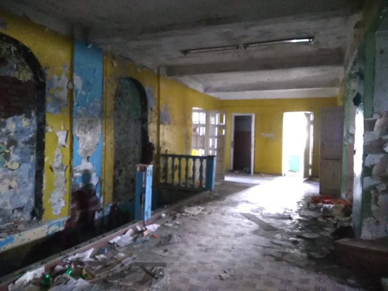 Коридор в заброшенной школе в Териберке