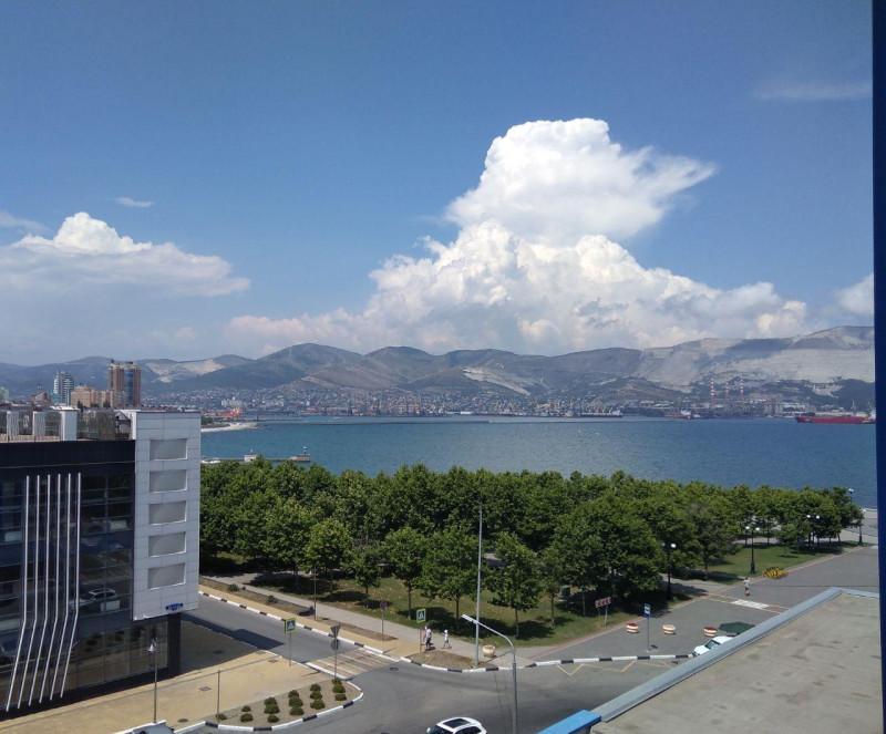 Вид на море из номера гостиницы Новороссийск