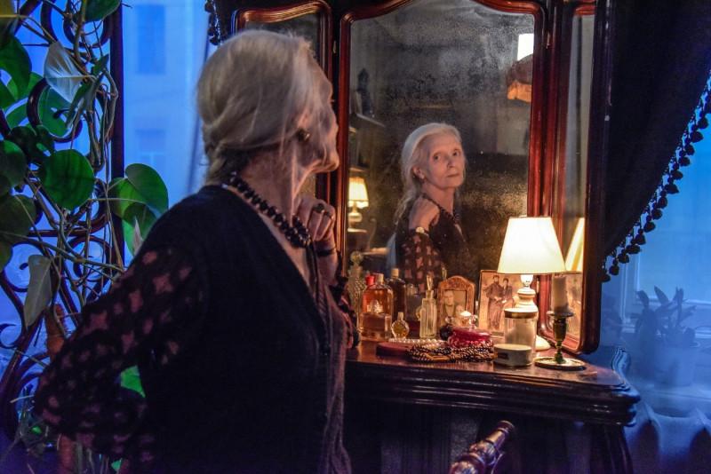 Кадр из фильма Наны Джорджадзе «Кроличья лапа»