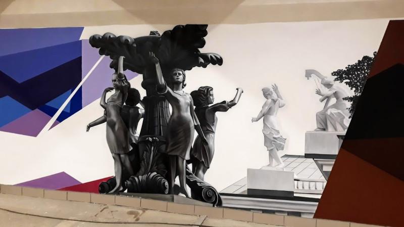 "Фонтан ""Танцующая грация"" на фоне театра оперы и балета"