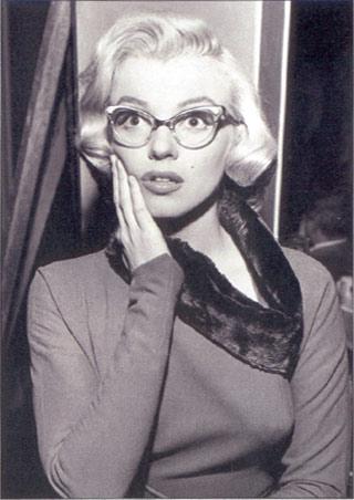 lgst4074+marilyn-monroe-in-glasses-marilyn-monroe-poster