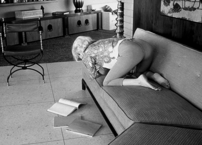 marilyn_monroe_reading_a_script